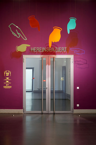 Entrance, scenography of the exhibition by chezweitz, Berlin