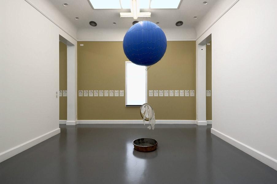Installationsansicht mit Werken von Füsun Onur & Leyla Gediz