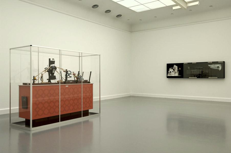 Installationsansicht mit Werk von Zvi Goldstein