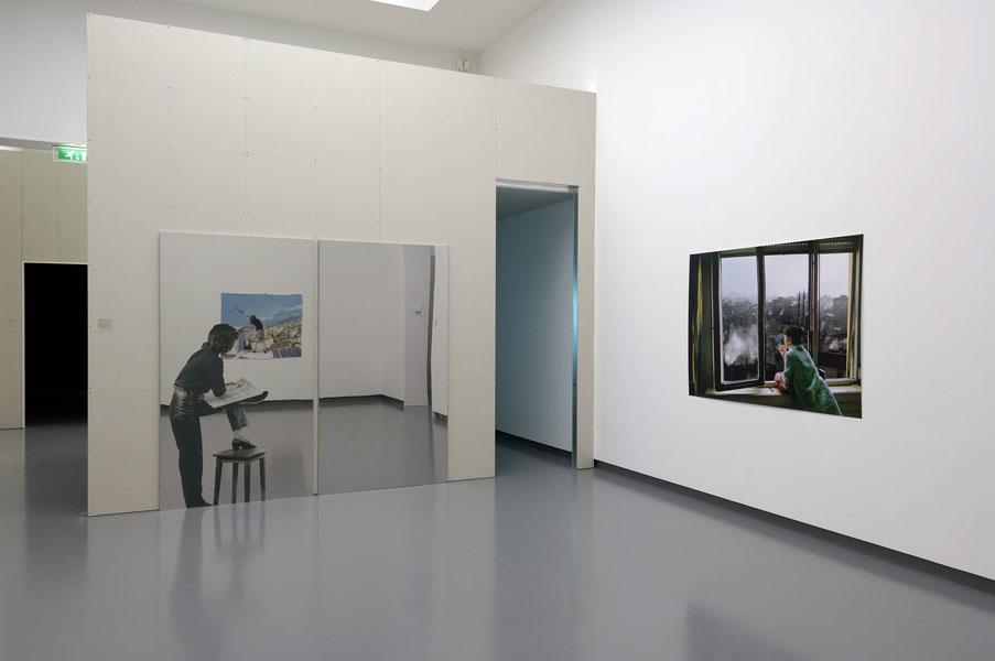 Installationsansicht mit Werk von Aydan Murtezaoglu und aus der Sammlung