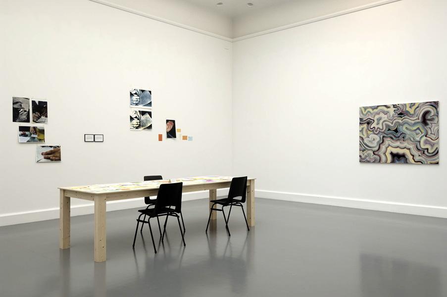 Installationsansicht mit Werken von Joseph Grigely & Bernard Frize