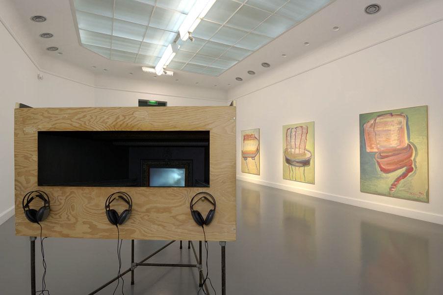 Installationsansicht mit Werken von Janet Cardiff, George Bures Miller & Maria Lassnig