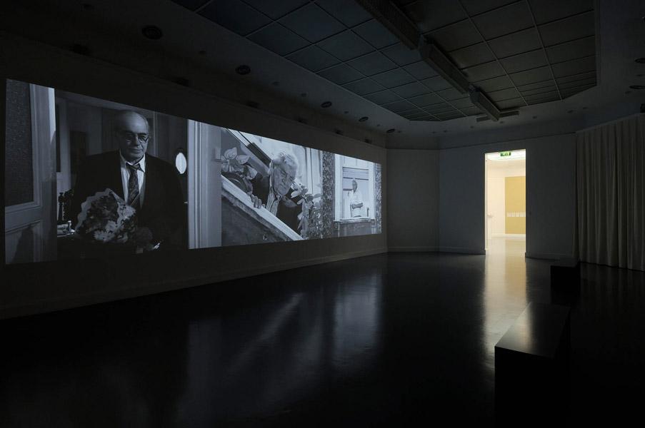 Installationsansicht mit Werk von Gülsün Karamustafa