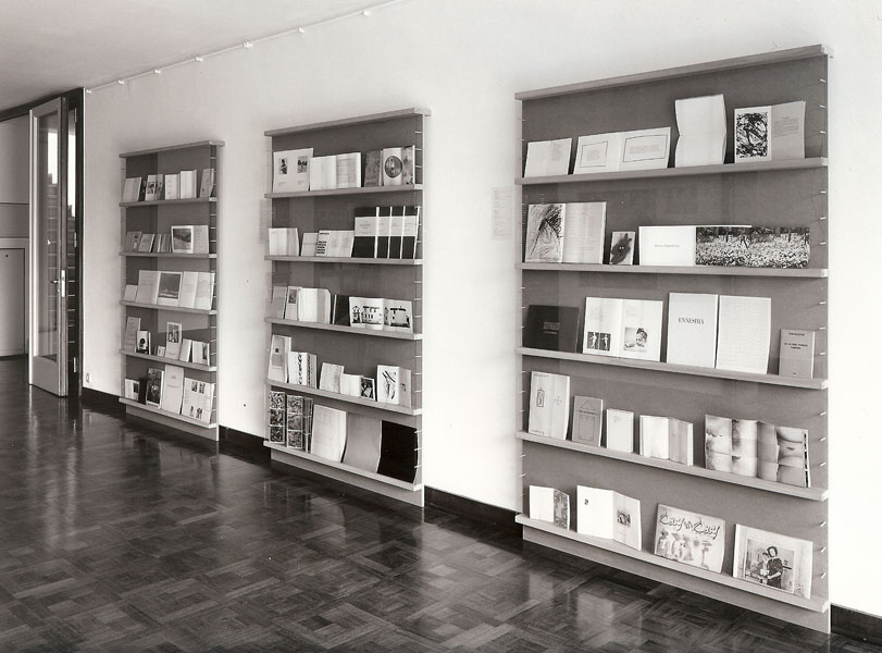 Retrospective of artists' books around the 1970s
